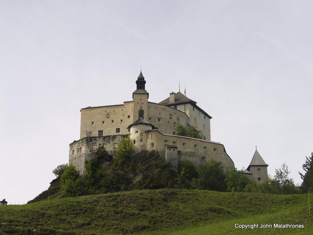 Engandin Tarasp castle
