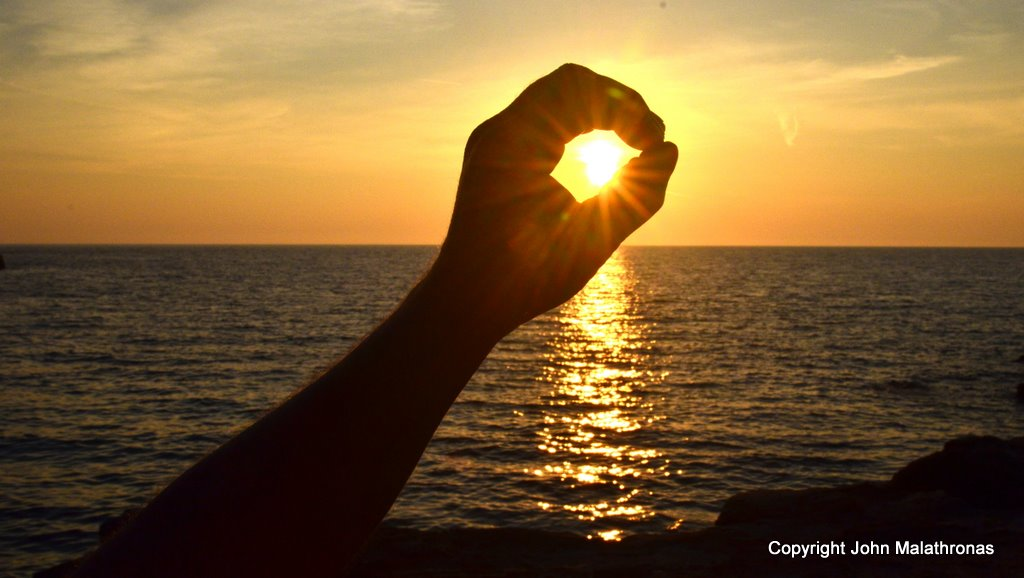 Sunset in my hand Ios