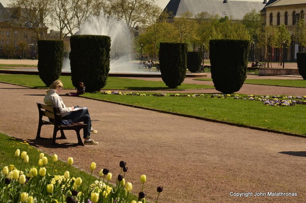 Girl reading in Metz's Esplanade