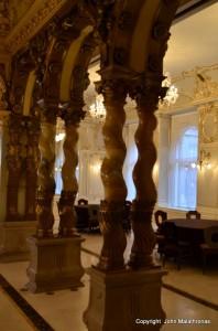 The Baroque Solomonic columns of the New York cafe