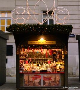 Souvenir stand, Vienna, Chrsitmas market Stephansplatz
