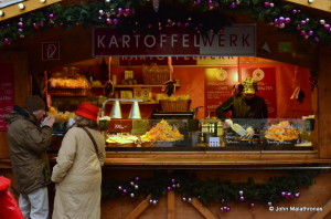 Chips, Frites, Potatoes, Kartoffeln stand, Christmas market Am Hof, Vienna