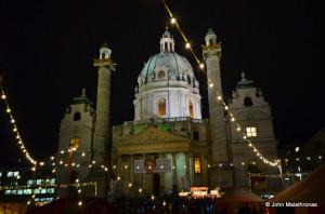 Adventmarkt vor der Karlskirche, Wien, Vienna