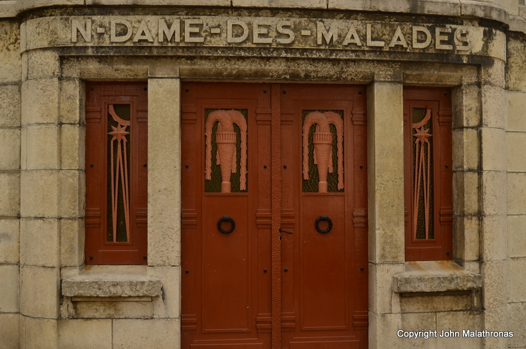 The lower door of Notre-Dame-des-Malades